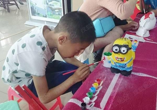 在趣味奇妙的彩陶制作过程中,家长可以和孩子进一步沟通交流,通过彼此