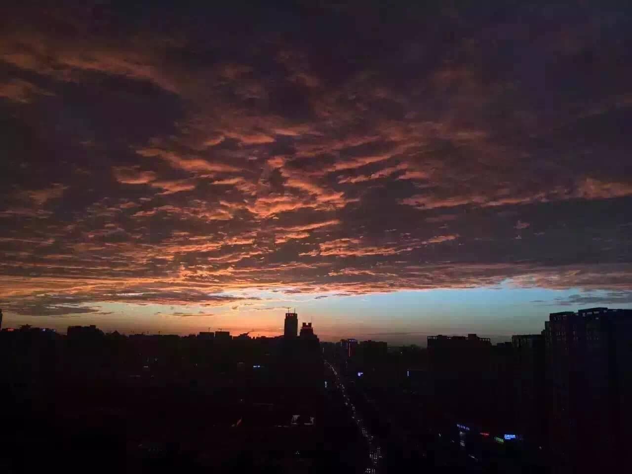 区域视角:雨后傍晚 大西安的奇幻瑰丽