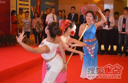 现场傣族舞表演图片