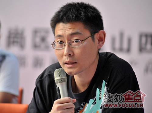 【青岛房地产经理人俱乐部常务副秘书长龙江】:下面有请三联合众的刘