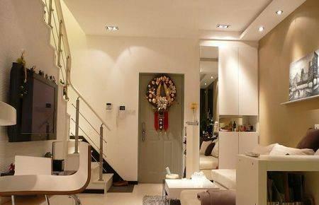 跃式装修效果图:还是客厅,看到了楼梯 (楼梯 装修效果图)了