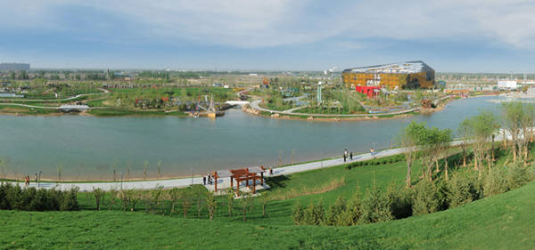 沿滹沱河前行,記者來到了正定新區東北部的新區水廠.