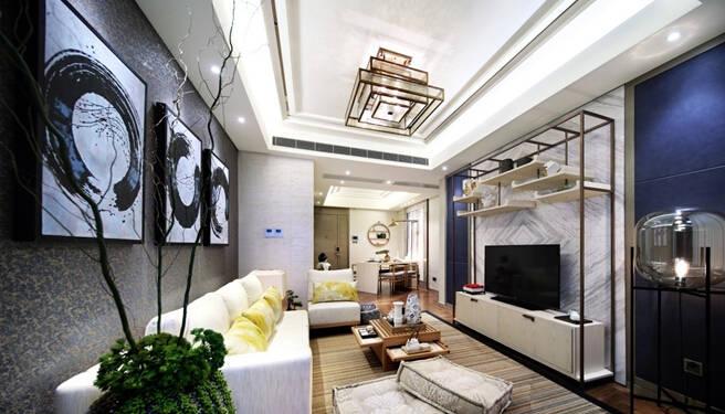 99全南兩房,暢享陽光美景 眾所周知,在內環內兩房房源極為稀缺,怡庭約99全南兩房內各個房間均采用南向設計,敞亮溫馨。室內設計上以日式禪意為理念,整體色調安靜柔和,并選用線條干凈、簡潔的家具,以舒展、放松的風格,打造心靈休憩的港灣。
