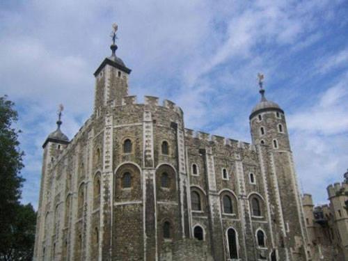 有文字记载的伦敦塔第一次发现幽灵是在13世纪,当时有人看见了已故的