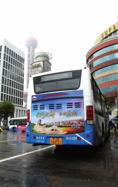 兰州形象跃然上海滩 34条线路公交车体流动宣传