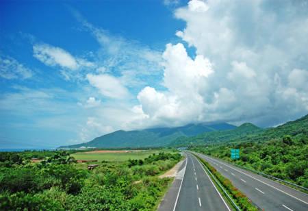 环岛高速石梅湾至三亚段10月10日起改建